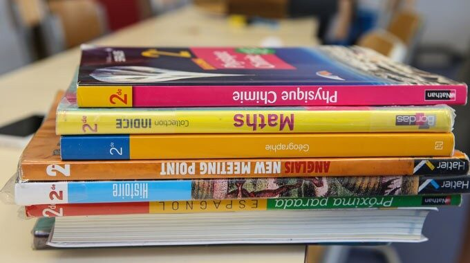 manuels-scolaires.jpg